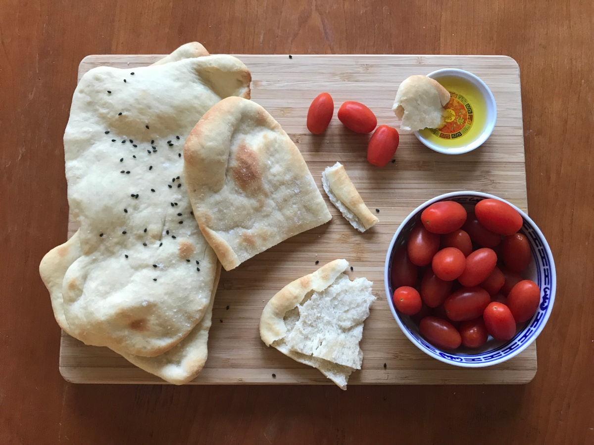 Homemade Garlic Pitta-style Flatbreads